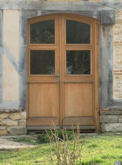 DOUBLE FRONT DOOR WITH HANGER LOW-FLOOR
