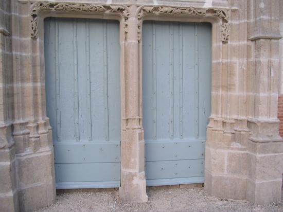 RESTAURATION PORTAIL ANCIEN DOUBLE VANTAUX AVEC MENEAU PIERRE